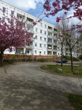 Wohnzimmer und barrierefreier Zugang zum Balkon
